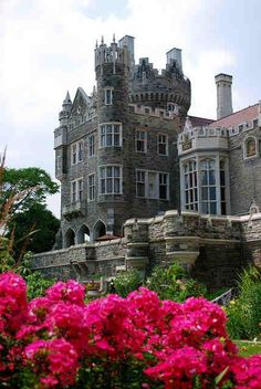 Casa Loma (Spanish for Hill House) is a Gothic Revival style house and gardens in midtown Toronto, Ontario, Canada, that is now a museum and landmark. Garden view of Casa Loma in Toronto, Canada (by bluejetjane). Beautiful Castles, Beautiful Buildings, Beautiful World, Beautiful Places, Palaces, The Places Youll Go, Places To Visit, Famous Castles, Toronto Canada