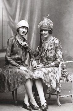 Floral-print dresses and fantastic hats, 1920s