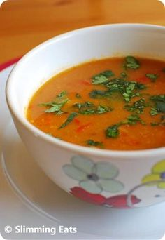 Spicy Sweet Potato, Red Pepper and Carrot Soup Slimming Eats - Slimming World Recipes Slimming Eats, Slimming World Recipes, Vegetarian Recipes, Cooking Recipes, Healthy Recipes, Healthy Soups, Vegan Soups, Wrap Recipes, Carrot Soup