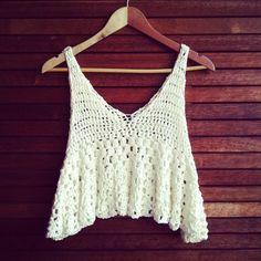 """Cropped na Vida Real"", ""Even though I already own two similar tops"" Tops A Crochet, Débardeurs Au Crochet, Gilet Crochet, Crochet Summer Tops, Crochet Crop Top, Crochet Woman, Crochet Blouse, Love Crochet, Chrochet"