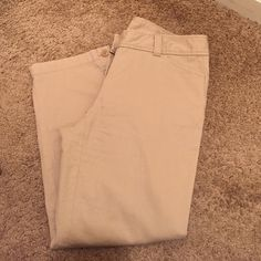LOFT Original Crop Pant Very comfortable and perfect for a summer day in the office                                                                I am adding a 2 to the size because could fit someone that wears a 0 or a 2!                            Also available in black and grey! LOFT Pants Ankle & Cropped