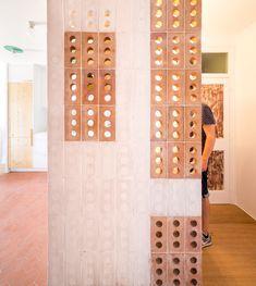 Industrial Design (for designers) - spatula: (via Laia House / CAVAA Arquitectes Brick Architecture, Architecture Details, Interior Architecture, Brick Design, Wall Design, House Design, Barcelona Apartment, Brick Detail, Ideias Diy