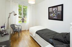 Une chambre d'amis contemporaine et chaleureuse.