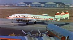 Dieses hochwertige Rights Managed HD-Stock Video über Flughafen / New York City / USA / 1955 kann online lizenziert werden und steht bereit zum Download.