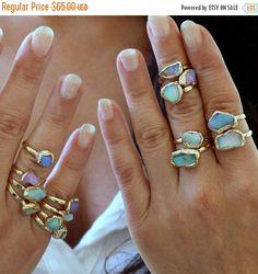 FLASH продажи- Opal Ring, Raw Opal Ring, мама, опал, подарков, Золотое кольцо, Stacking кольцо, каменное кольцо, кольцо Gemstone, стекируемые камень кольцо, октябрь Bi
