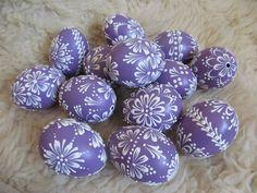 Velikonoční kraslice: fialové / Zboží prodejce U Ludinky | Fler.cz Easter Eggs, Wax, Color, Pointillism, Colour, Colors