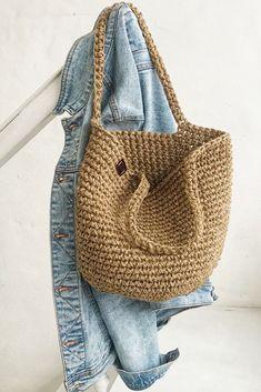 Crochet Doily Rug, Crochet Basket Pattern, Knit Crochet, Beach Crochet, Woven Beach Bags, Knitted Bags, Crotchet Bags, Jute Bags, Boho Bags