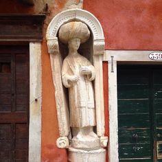Secret Venice in Cannaregio.  #GuidedVenice #CampoDeiMori  #VeniceLife #VeniceArt #VeniceArtWalk #VeniceStyle #VeniceItaly #VeneziaItalia #iloveVenice #LoveVenice #VeneziaCityofficial #Venicegram #Veneziagram #VeneziainLove #Venezianity #Venicecanal #Venicecanals #loves_united_venice #VeneziaNascosta #VeneziadaVivere #VeneziaTiAmo #ig_Venezia #igersVenezia #ig_Venice #igersVenice #instaVenice #VivoVenezia #itsVeniceBaby #MyVenice #SecretVenice by venice_with_sara