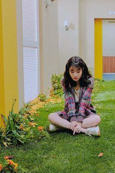IU #SoulMate #Zico_feat_IU J Pop, Kpop Girl Groups, Kpop Girls, Aesthetic People, Picture Poses, Ulzzang Girl, Girl Photography, Sweet Girls, Korean Singer