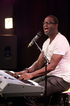 """AVN Awards Wants Brian McKnight To Perform """"Let Me Show You How Your P*ssy Works"""""""