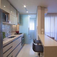 Cozinha pequenininha mas linda e funcional ❤️❤️ #boatarde #interiores #decor #detalhes #decoracao #decorating #decoracaodeinteriores #architect #arquitetura #arqmbaptista #arquiteturadeinteriores #cozinha #marianemarildabaptista