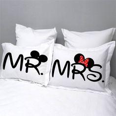 Fundas para almohada personalizadas Mr & Mrs Disney,. Contacto: Facebook Wambi Craft