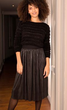 Jupe midi métallisée Formal Dresses, Fashion, Fashion Now, Winter Collection, Pleated Skirts, Fashion Ideas, Dresses For Formal, Moda, Formal Gowns