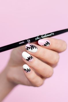 the 80s nails and the best liner nail art brush!