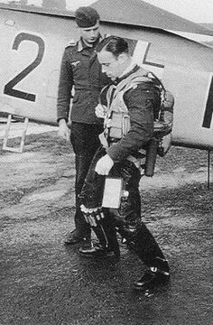 ✠ Bruno Stolle (13 April 1915 – 22 January 2004) Luftwaffe, Focke Wulf Fw 190, German Army, World War Ii, Flyers, Wwii, January, Pilots, Historia