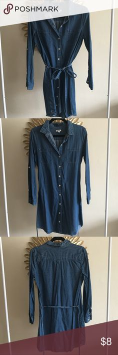 Old Navy • Denim Button Down Dress Such a cute dress and only worn twice! Closet staple! EUC  Make me an offer, or bundle for discounts to help my clear my closet for my move! Comes from a smoke-free home. Old Navy Dresses