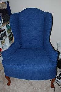 chair slipcover pt 3                                                           http://sewmamasew.com/blog2/2008/09/sewing-for-the-home-sewing-a-slipcover-part-three/