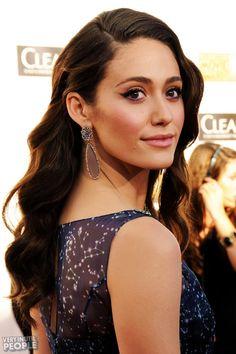 Emmy Rossum savvy earrings & hair