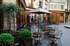 | ♕ | Café de place l'Opéra Louis-Jouvet - 9e