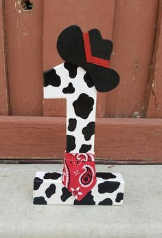 Cowboy First Birthday, Cow Birthday Parties, Rodeo Birthday, Farm Animal Birthday, Birthday Party Centerpieces, Farm Birthday, Cowboy Centerpieces, Birthday Ideas, Cowboy Theme Party