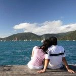 couple travel enjoying the ocean