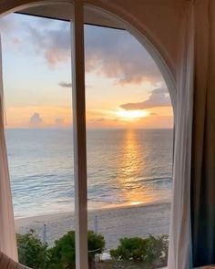 Beach Aesthetic, Travel Aesthetic, Aesthetic Green, Nature Aesthetic, Aesthetic Pastel, Pretty Sky, Window View, Through The Window, Interior Exterior