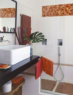 Baño con ducha de doble altura