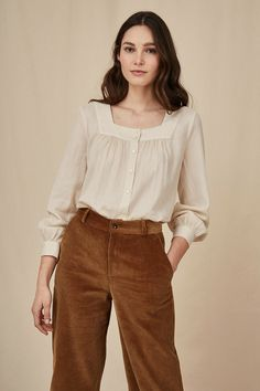 Blouse voulita creme - cotton - made in india blouse - des petits hauts 1 Look Fashion, Hijab Fashion, Fashion Outfits, Womens Fashion, Fashion Tips, Classy Fashion, 80s Fashion, Fashion Art, Korean Fashion
