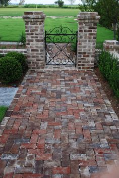 13 Elegant and Awe-Inspiring Driveway Paving Ideas garden paving 13 Elegant and Awe-Inspiring Driveway Paving Ideas - ARCADE Brick Pathway, Driveway Paving, Brick Paving, Brick Garden, Front Walkway, Garden Paving, Garden Walls, Brick Columns Driveway, Modern Driveway