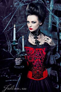 Victorian #Gothic #Vampire look from Russia