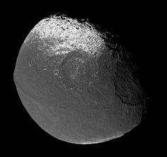 Japet, lune de Saturne, diametre de 1,494 kms. Sonde Cassini ©NASA