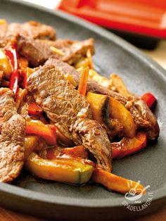Gli Straccetti di manzo ai peperoni sono quanto di più semplice e gustoso potete mettere sulla tavola per voi e i vostri cari! Genuini e irresistibili! Healthy Fats, Healthy Choices, Snack Recipes, Healthy Recipes, Extreme Diet, Antipasto, Vegetable Dishes, Pot Roast, Cravings