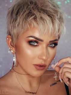 Girls with short hair are not only cute but also cool! - Latest Fashion Trends For Woman Easy Hairstyles For Thick Hair, Pixie Haircut For Thick Hair, Short Pixie Haircuts, Short Hairstyles For Women, Hairstyles Haircuts, Short Hair Cuts For Women, Girl Short Hair, Short Hair Styles, Edgy Pixie Cuts