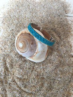 Bracciale donna rigido in pelle di spigola blu di PoseidonItalia su Etsy