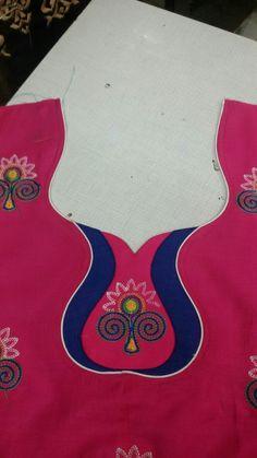Chudithar Neck Designs, Chudidhar Designs, Neckline Designs, Dress Neck Designs, Blouse Designs, Salwar Neck Patterns, Salwar Kameez Neck Designs, Gold Flower Girl Dresses, Lovely Dresses