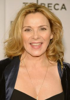 Kim Cattrall curly hairstyle for women over 50