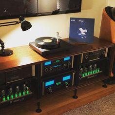 131 отметок «Нравится», 14 комментариев — Jim Payne (@jimmy_hifi) в Instagram: «Another weekend listening session! Stack of Vinyl waiting. #jonimitchell»