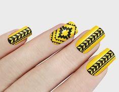15 Beautiful Aztec Nail Designs and Tutorial Aztekische Nageldesigns Aztec Nail Designs, Gel Nail Designs, Acrylic Nails, Gel Nails, Indian Nails, Aztec Nails, Chic Nails, Nail Jewelry, Nail Technician