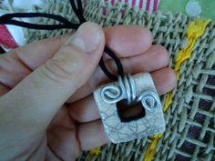 Ciondolo quadrato bianco in ceramica raku : Ciondoli di arte-raku