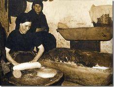 ΤΙΠΟΤΑ: Παραδοσιακό ζύμωμα και φούρνισμα του ψωμιού στο Λιδωρίκι