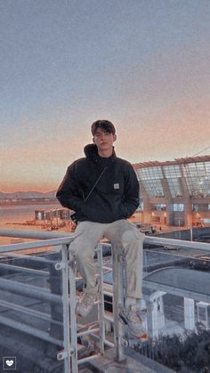 Bright Pictures, Boy Pictures, Handsome Faces, Handsome Boys, Helle Wallpaper, Lil Peep Beamerboy, Iphone Wallpaper Video, Bright Wallpaper, Solo Photo