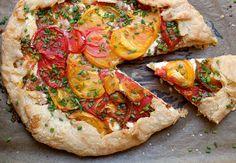 Heirloom Tomato Tart recipe: Homemade pie crust with creamy ricotta cheese and perfectly ripe heirloom tomatoes. Perfect for tomato season! Heirloom Tomato Tart, Heirloom Tomatoes, Polenta, Tart Recipes, Cooking Recipes, Cooking Ideas, Ricotta, Tomato Tart Recipe, Tomato Pie