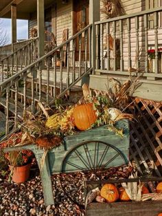 31 Splendid Teal Fall Decoration Ideas Among the variety of ways to decorate fall, flower is easily the most vibrant means to have the fall decorated with an organic touch together with beautiful appearance. If you're loving decor… Autumn Decorating, Porch Decorating, Fall Porch Decorations, Seasonal Decor, Holiday Decor, Primitive Fall, Deco Design, Fall Harvest, Harvest Time