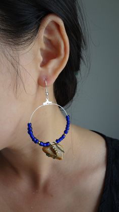 Earrings with wired stone