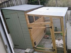 Outdoor bunny accommodation with attached run Bunny Sheds, Rabbit Shed, Rabbit Hutch Plans, Outdoor Rabbit Hutch, Indoor Rabbit, Rabbit Life, Rabbit Run, Rabbit Hutches, Bunny Cages