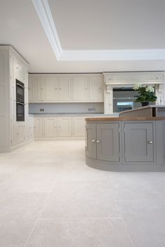 A subtle and beautiful stone floor, our Versailles limestone tiles have a softly aged finish yielding a pale wash tone with delicate fossil details and markings. Kitchen Interior, Dream Kitchens Design, House Flooring, Grey Stone Tile Kitchen, White Kitchen Tiles, White Tile Kitchen Floor, Light Kitchen Tiles, Beige Kitchen, Stone Tiles Kitchen