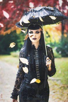 Model: Obsidian Kerttu Blouse, skirt, parasol: Phazeclothing.com Circlet: Midnight Nymphs Photo: Martina Špoljarić photography