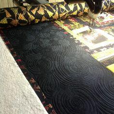 Border quilting by Elizabeth Karnes  http://www.facebook.com/ElizabethsMachineQuilting