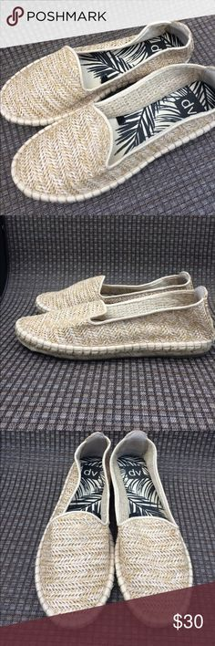Dolce Vita Woven Slip-on NWOT Dolce Vita woven slip on shoes. Great condition. ASKING PRICE OR BEST OFFER! Dolce Vita Shoes Flats & Loafers