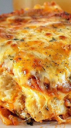 Italian Cajun Lasagna Recipe I've decided to cook my delicious Cájun Láságná thát's not only perfect for Sundáy dinner, it álso mákes the perfect leftovers for lunch throughout the week! Cajun Dishes, Pasta Dishes, Food Dishes, Italian Recipes, Beef Recipes, Cooking Recipes, Healthy Recipes, Lasagna Recipes, Gastronomia